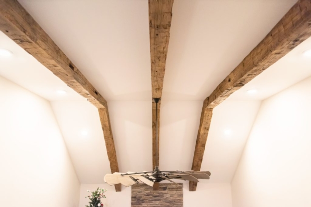 Southend-Reclaimed-Hand-Hewn-Beams-4